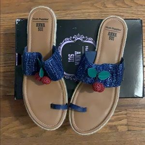 NWOT Anna Sui Hush Puppies sandal. Size 10